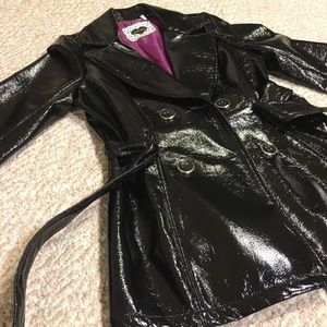 Retro mod vintage black F patent leather coat
